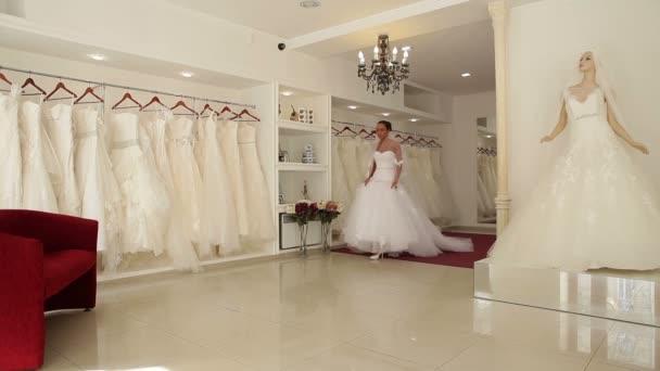 Női esküvői ruhák, menyasszonyi butik