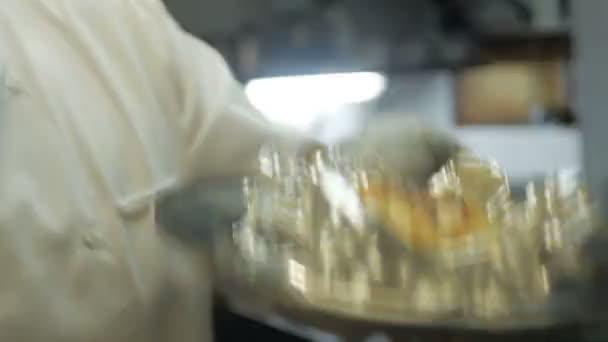 Vařit maso v balicí fólie a to z grilu, brzy již hotovo