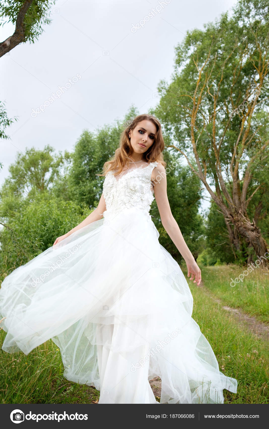 young pretty bride in white wedding dress spin around — Stock Photo ...