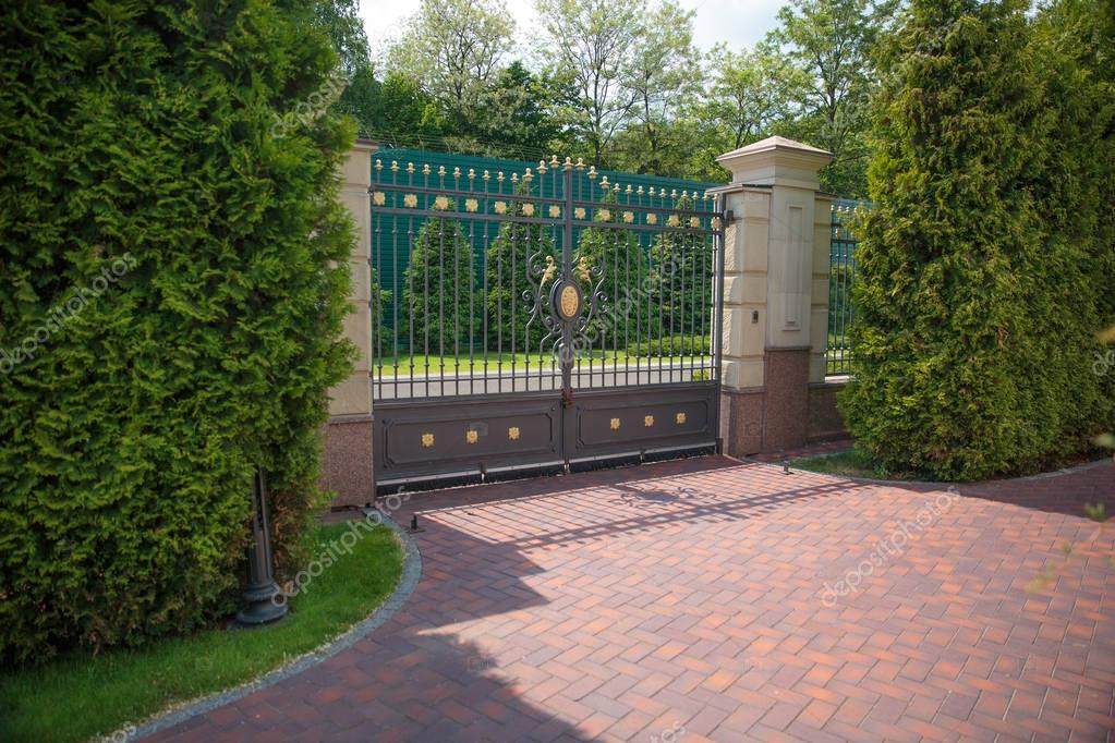 Forged gates. Mejigorye