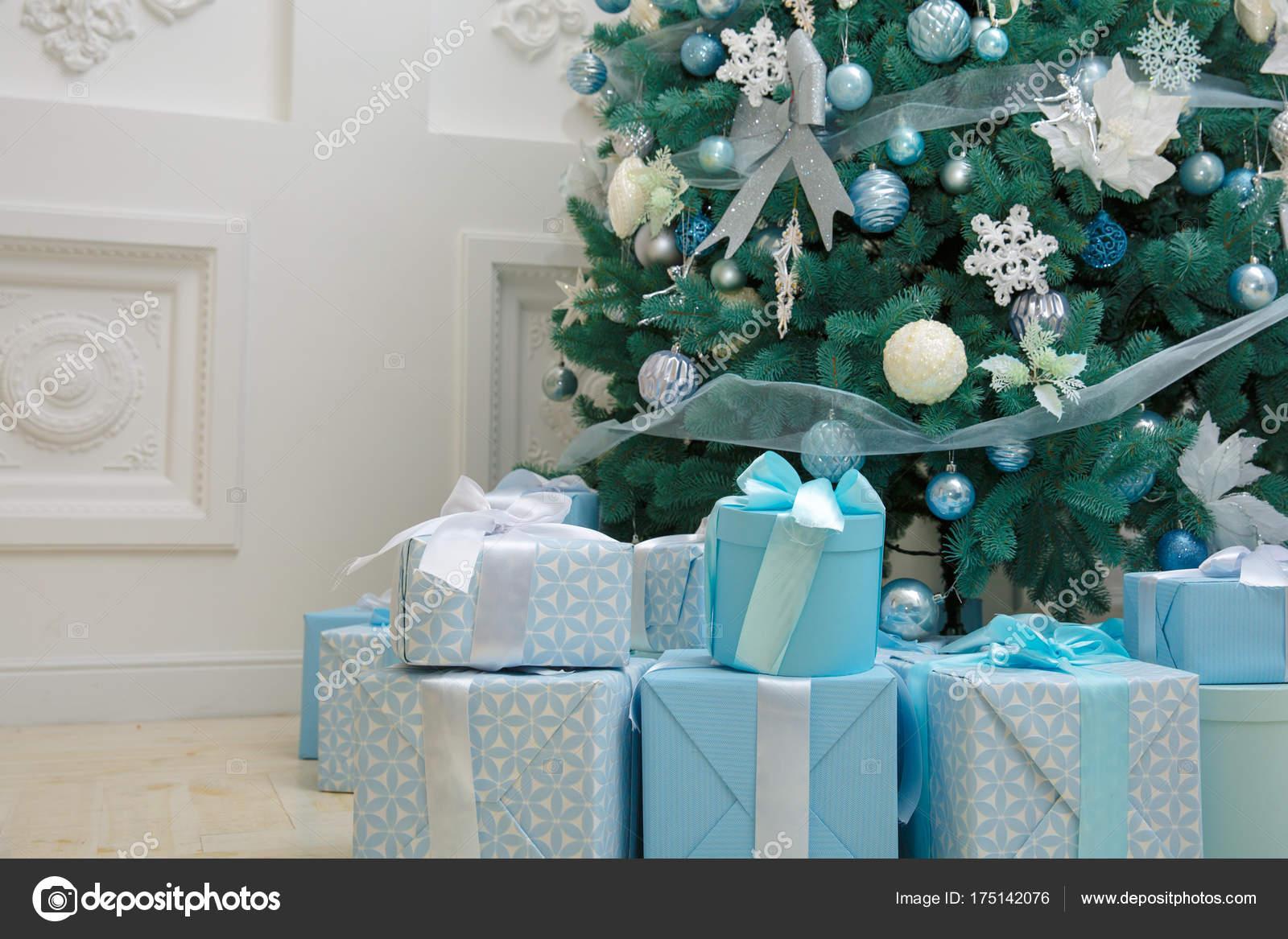 Decorazioni Albero Di Natale Blu : Decorazione albero di natale con i contenitori di regalo blu