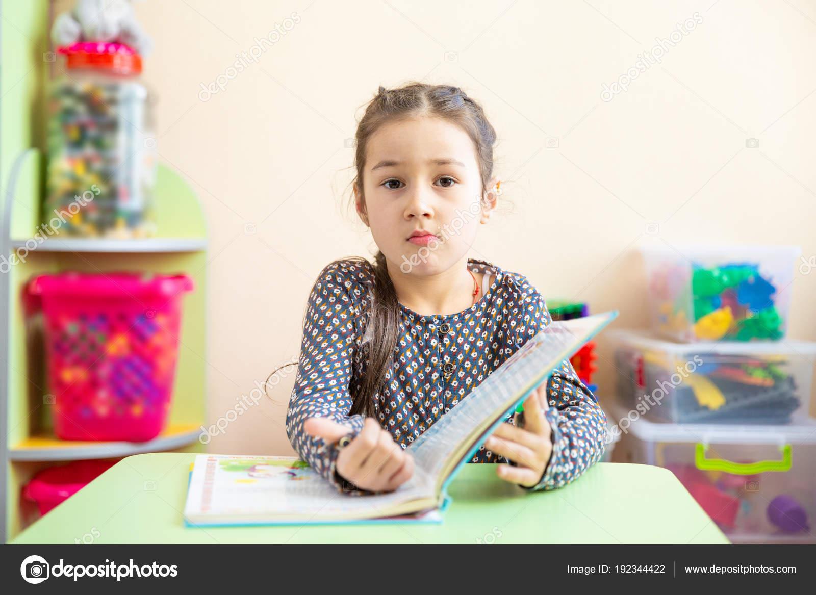 Imágenes Niños Preescolares Escribiendo Niña Linda Que Hacer