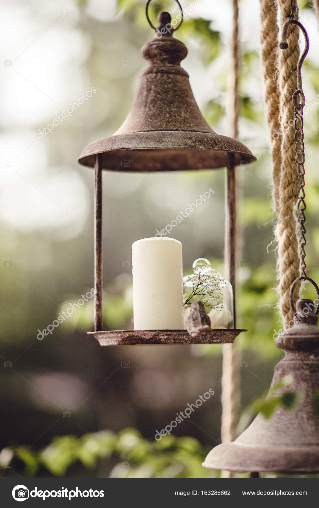 Wedding decor with flowers and candles in the forest — Stock