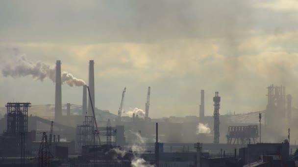 Znečištění atmosféry od průmyslového podniku metalurgického průmyslu.