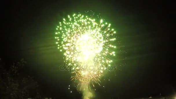 Světlé slavnostní ohňostroj