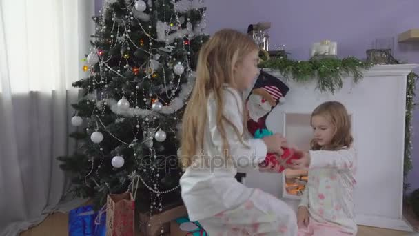 Girls are choosing gifts