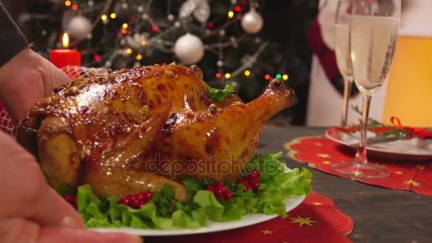 Miska s kuřetem na sváteční stůl