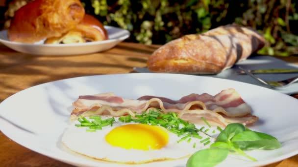 Tabulka s tradiční snídaně