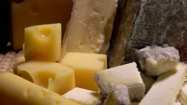 řadu francouzských sýrů