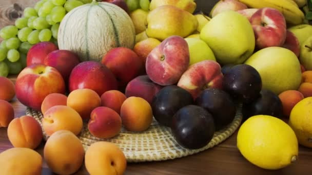 Podzimní zátiší z čerstvého ovoce