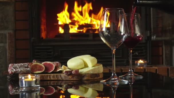 Červené víno se nalije do sklenice