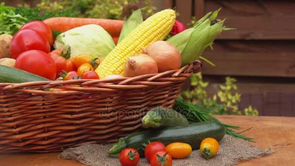 Zátiší se zeleninou a zeleň