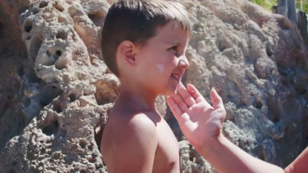 Mom plaster boys face cream for sun protection
