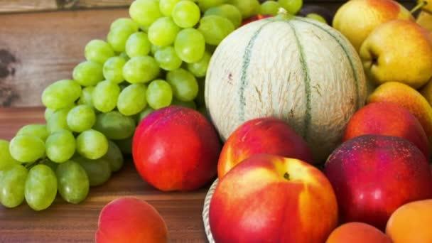 Podzimní zátiší z čerstvého ovoce closeup