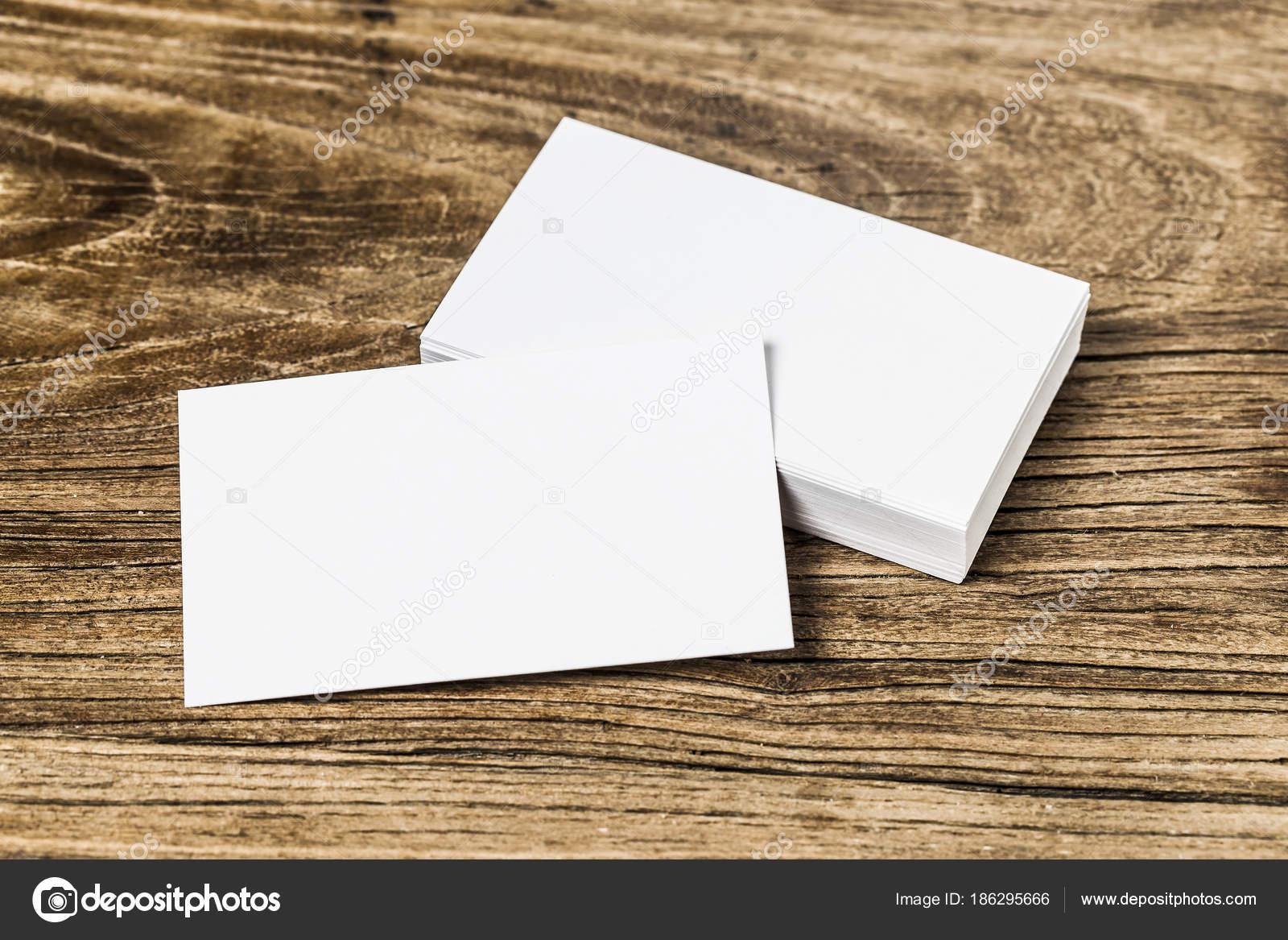 Visitenkarte Auf Holz Stockfoto Dashu83 186295666