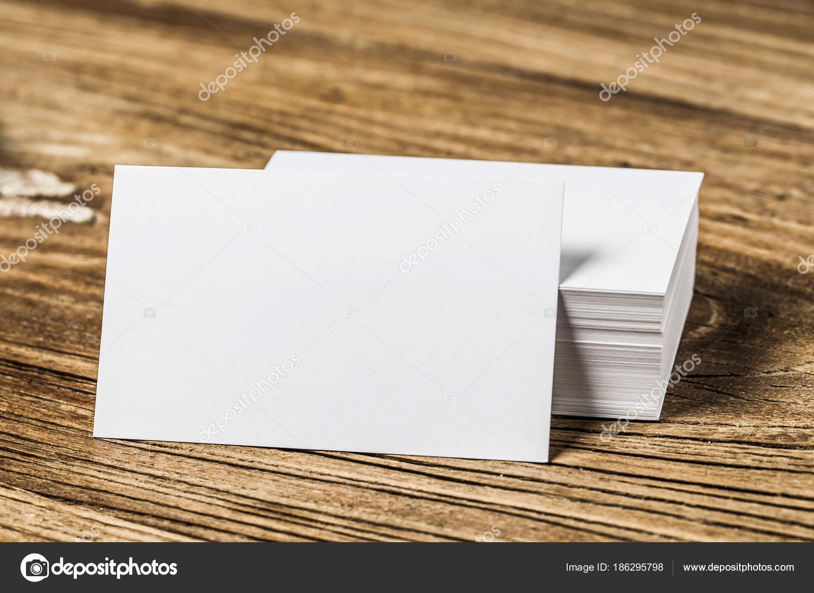 Visitenkarte Auf Holz Stockfoto Dashu83 186295798