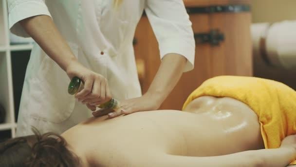 Массаж девушке салон массаж в москве эротический ленинский