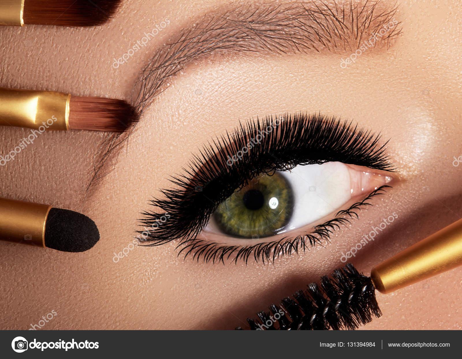 Подводка сексуальные глаза