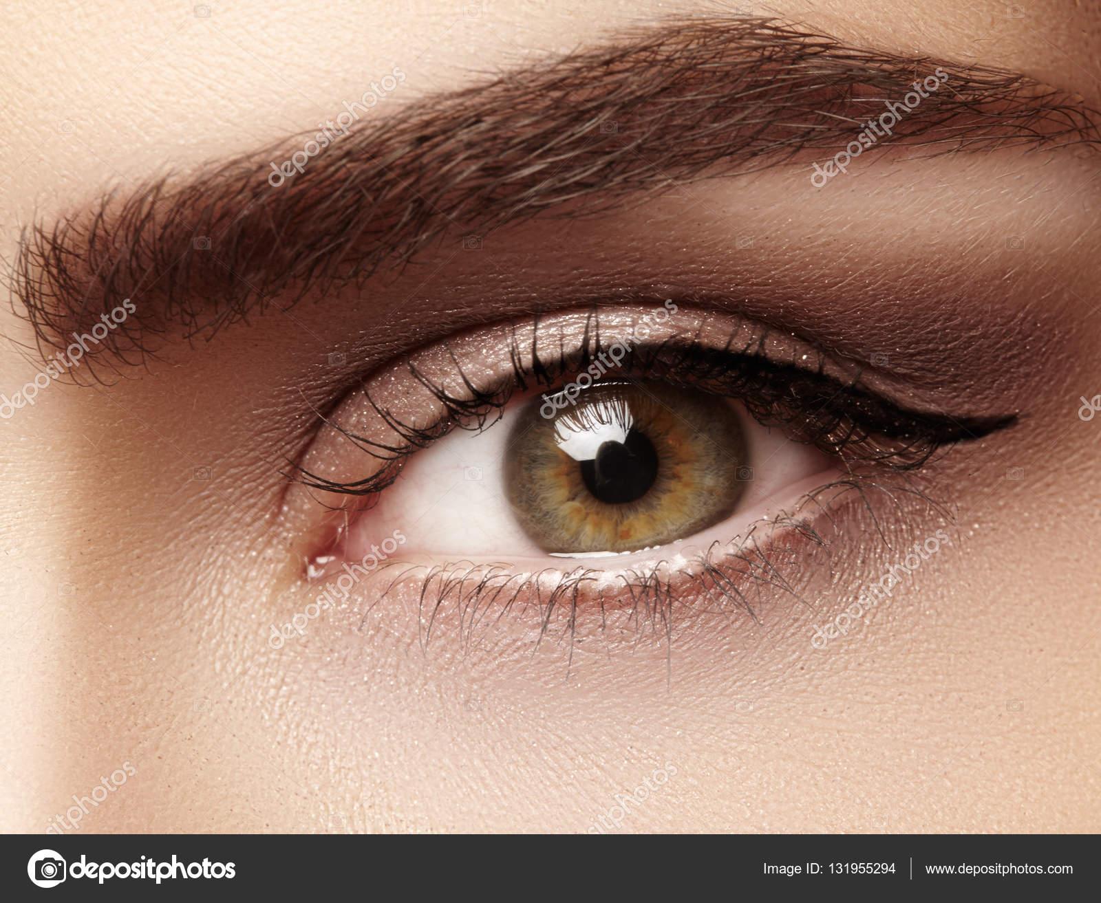 Закри макрос красива жінка очей з досконалої форми брів. Чистота шкіри a0e7834e6ca26