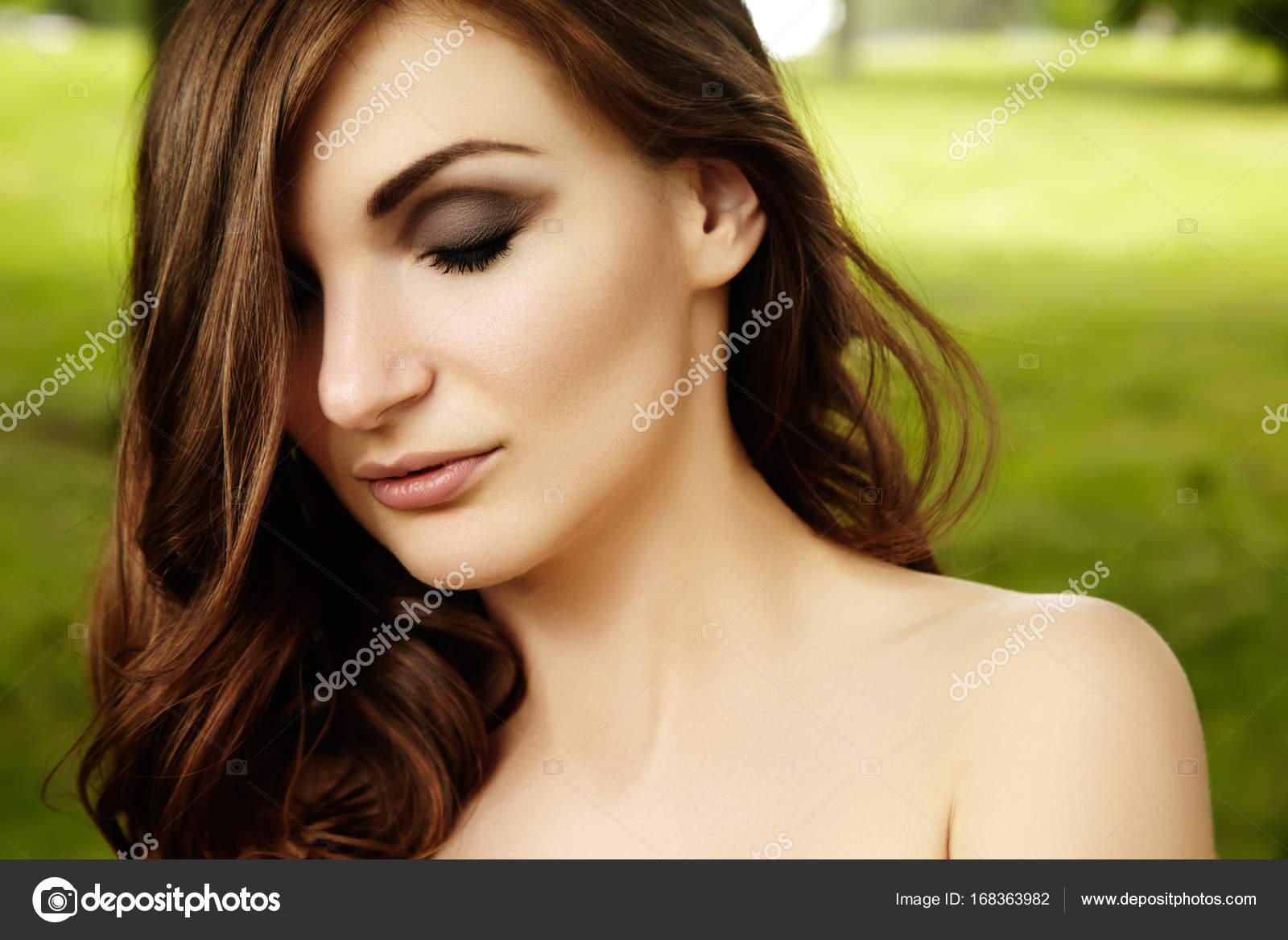 Beautiful woman with fashion makeup, volume hair style on green background  summer nature. Sexy hairstyle, clean shiny skin — Photo by ...