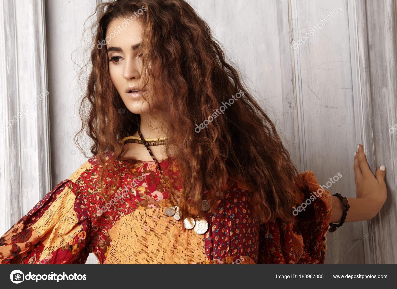 Cortes De Pelo Largo Hermosos Hermosa Mujer Joven Con