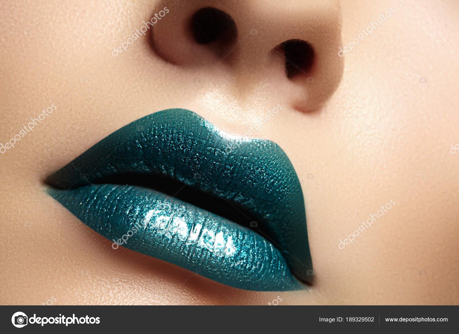 Эротические фотографии женских губ — pic 11
