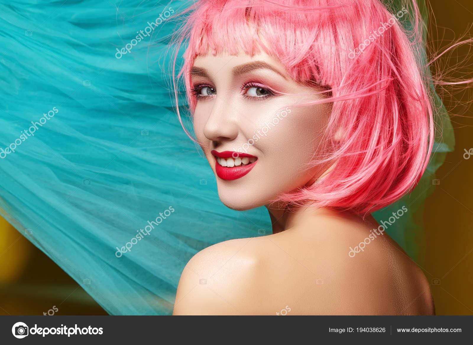 Сексуальный взгляд молодой брюнетки