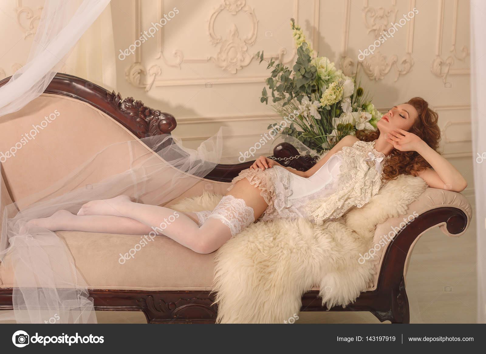 pervokursnikov-obshage-foto-erotika-barokko-rossi