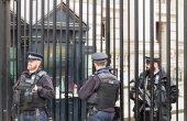 Londýn, Velká Británie - 1. dubna 2017: policisté chránící gat