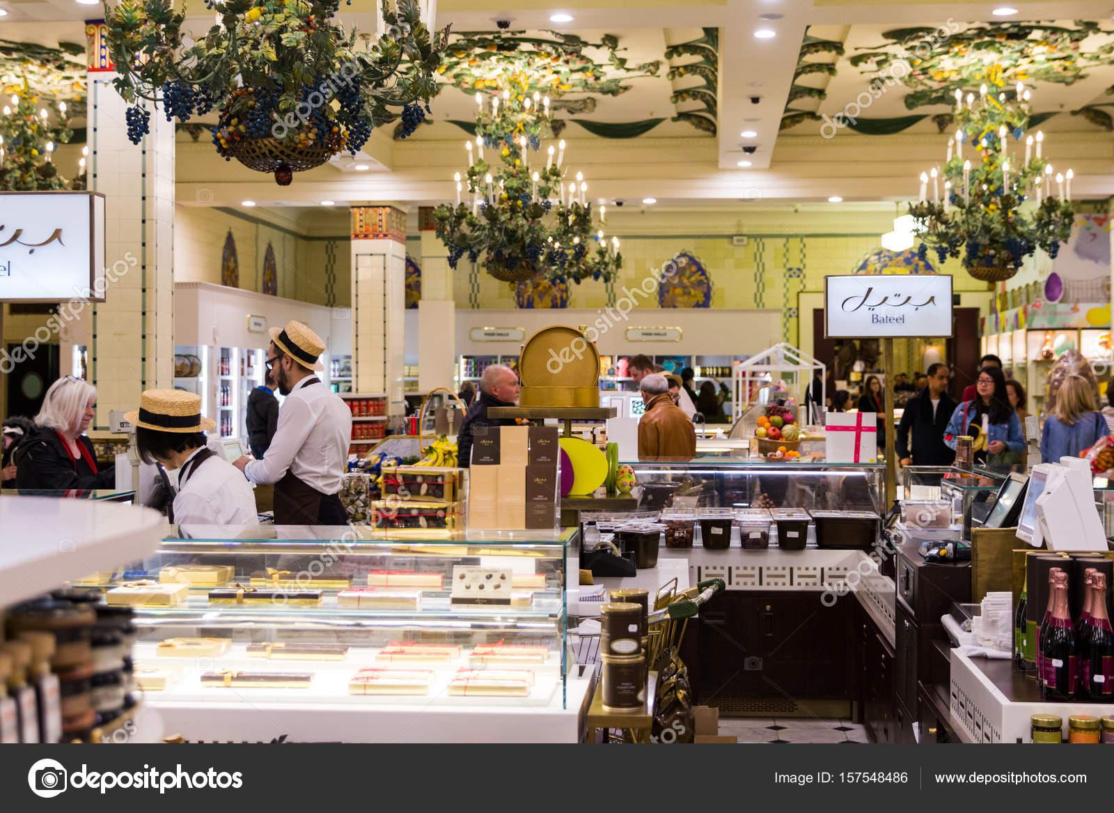 londen engeland 4 april 2017 harrods warenhuis interieur snoep en snoep gebied
