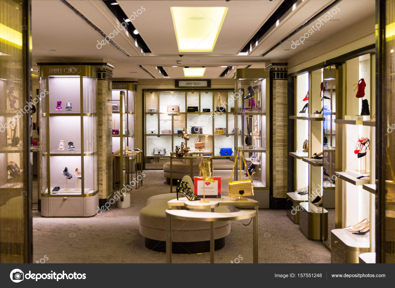 londres angleterre 4 avril 2017 intrieur du clbre magasin harrods sur 4 avril 2017 knightsbridge londres harrods est le plus grand magasin en