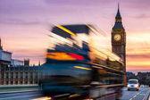 Noční scéna Westminster a Big Ben s slavného London Londýn