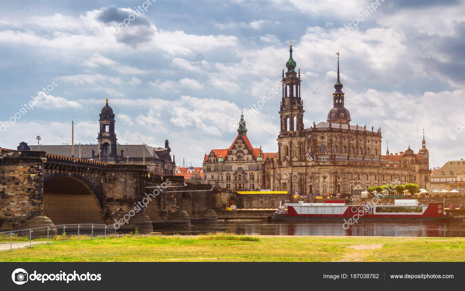 Bezaubernd Skyline Dresden Ideen Von City Panorama At Elbe River And Bridge,
