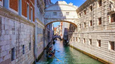 View of the Bridge of Sighs (Ponte dei Sospiri) and the Rio de P