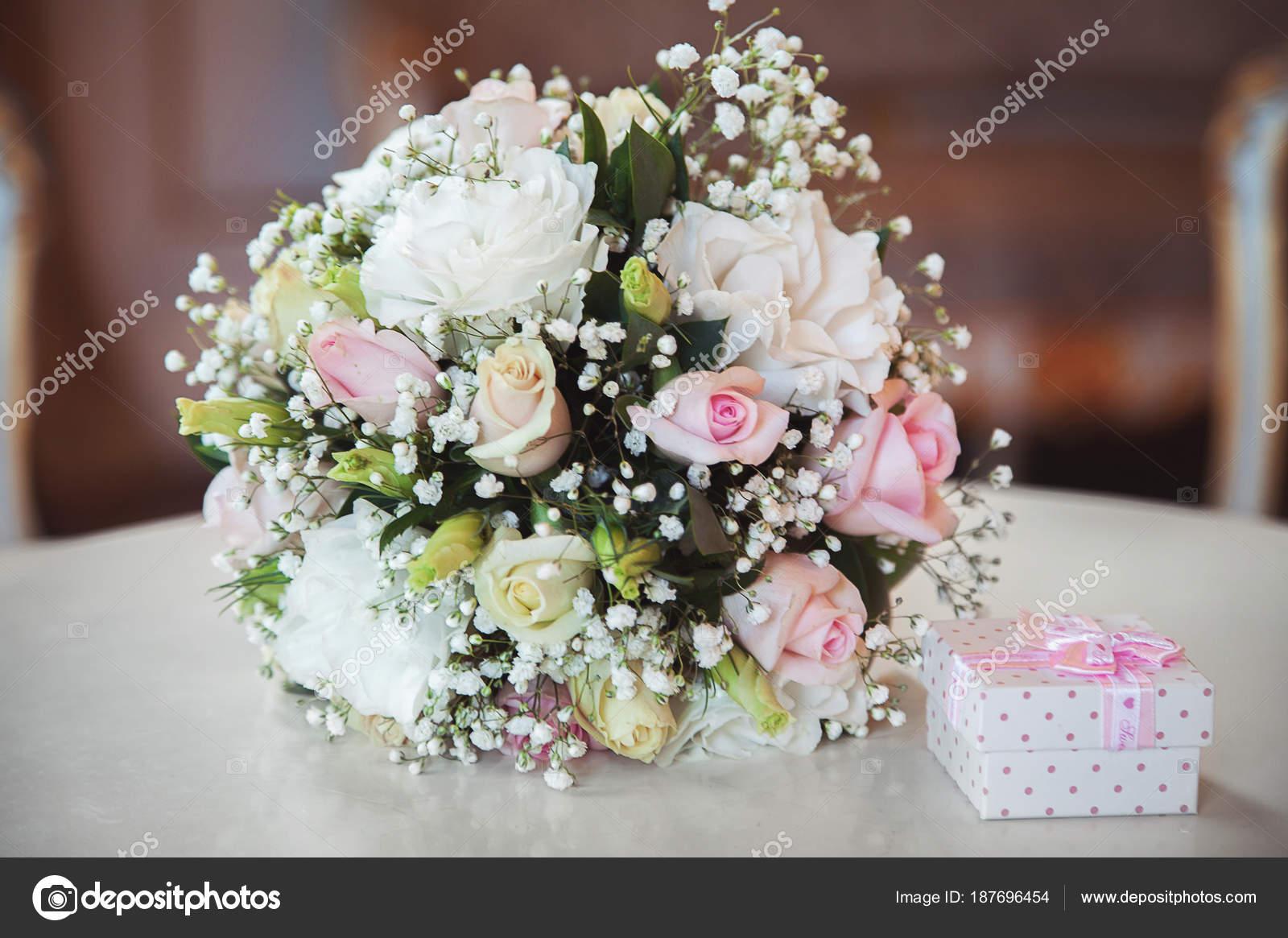 Фото и видео полуголых невест, девка девку страпоном