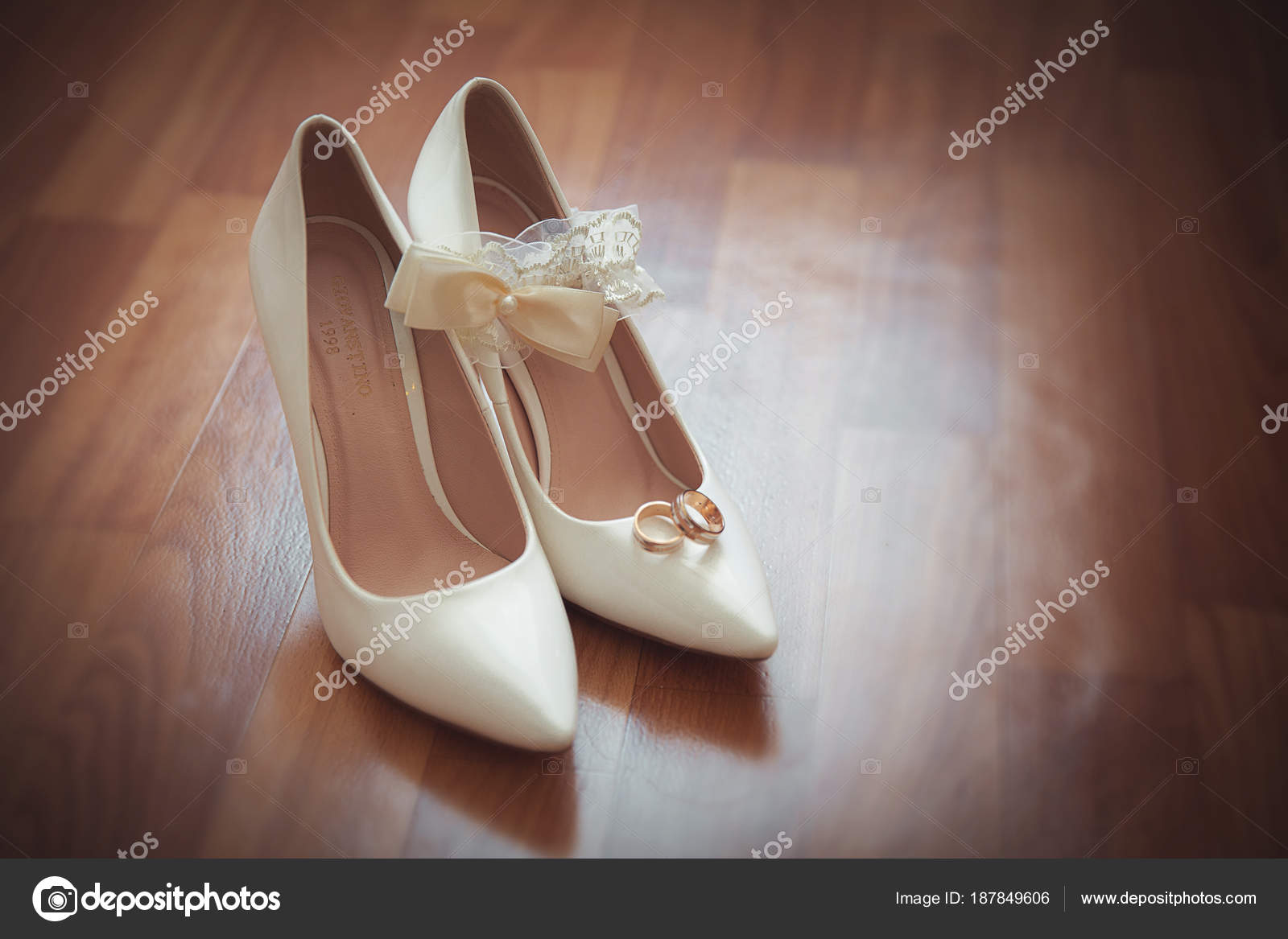 Krásné Svatební Boty Mašlí Jemné Boty Pro Nevěsty Bílá Obuv — Stock ... 8202e7233c