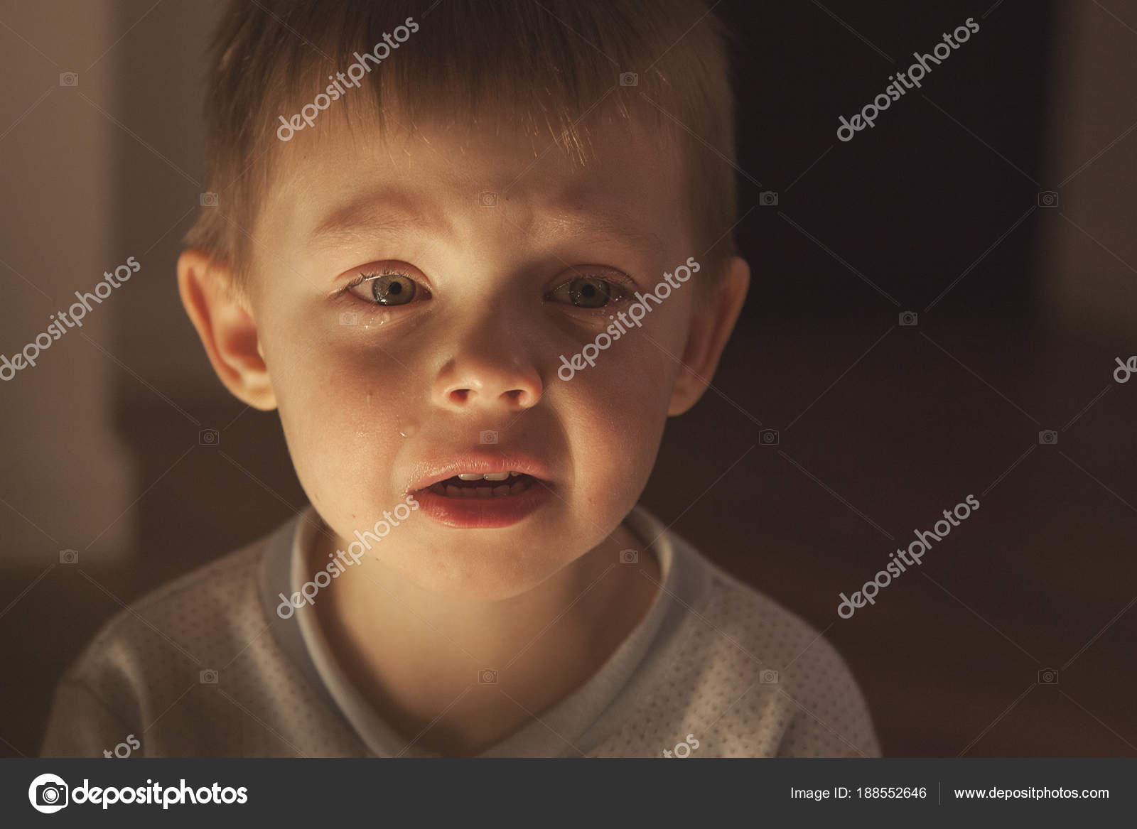 Imágenes Ojos Bonitos Con Lágrimas Niño Llora Las Lágrimas Flujo