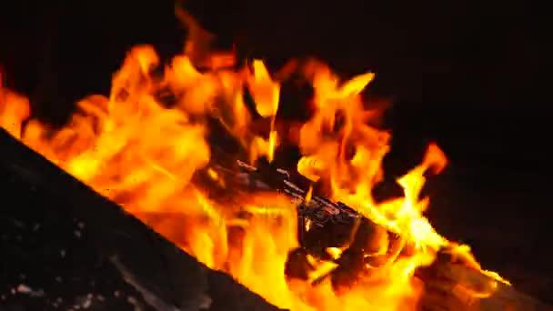 Krásný ohněm zblízka