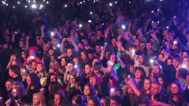 zhytomyr, ukraine - 12. September 2016: junge Leute tanzen und genießen Musik