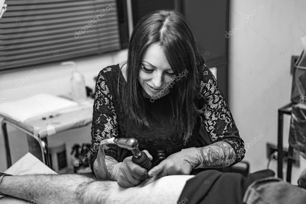 Portret Kobiety Tatuaż Artysty Pracy Tatuaż Czarno Białe