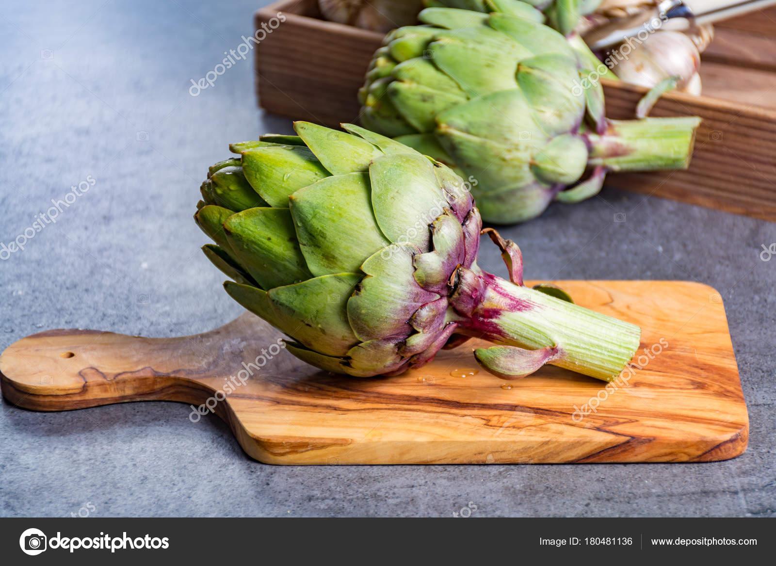 Green Ripe Raw Big Artichokes Heads Ready Cook — Stock Photo