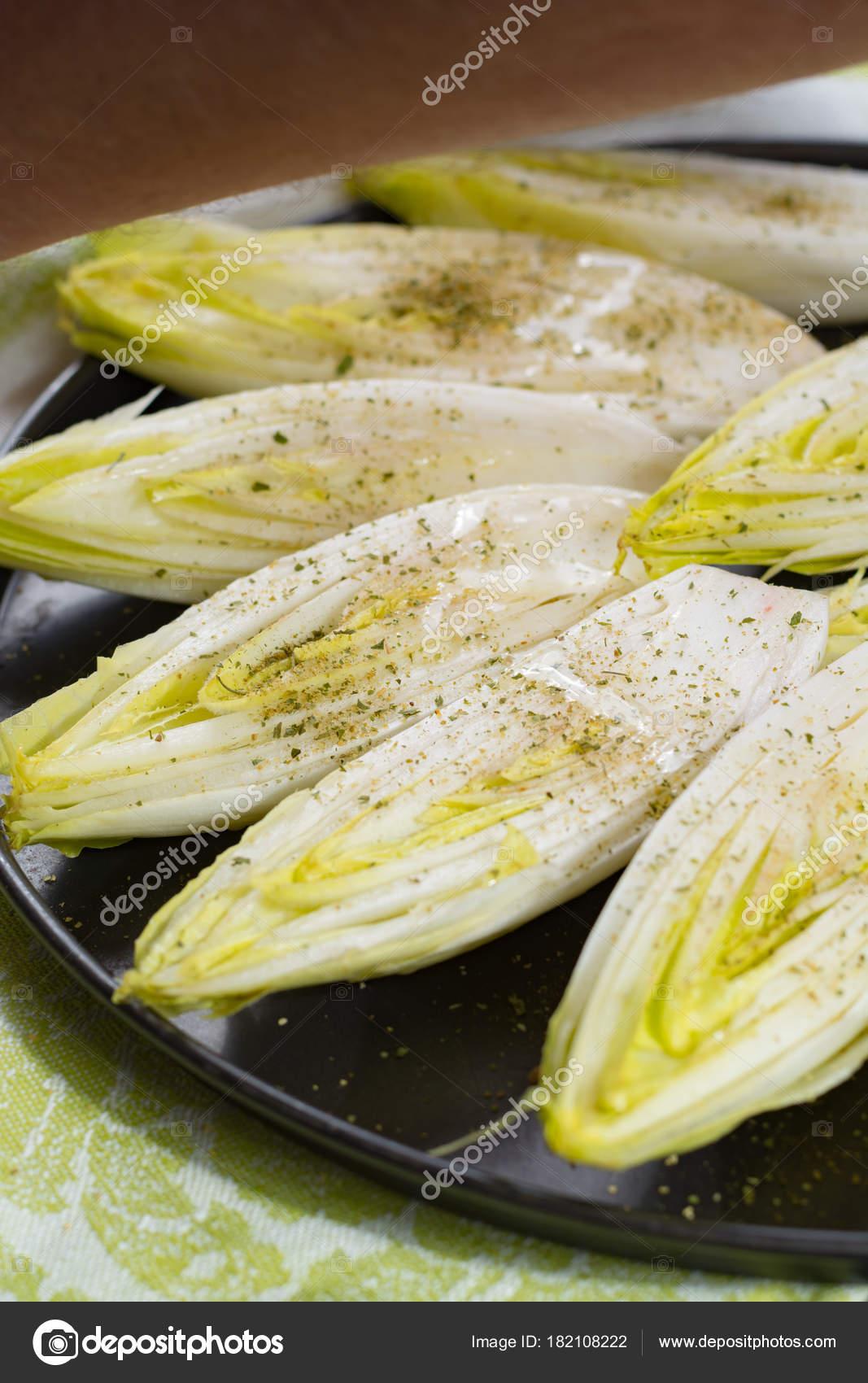 Beyaz Hindiba Salatası