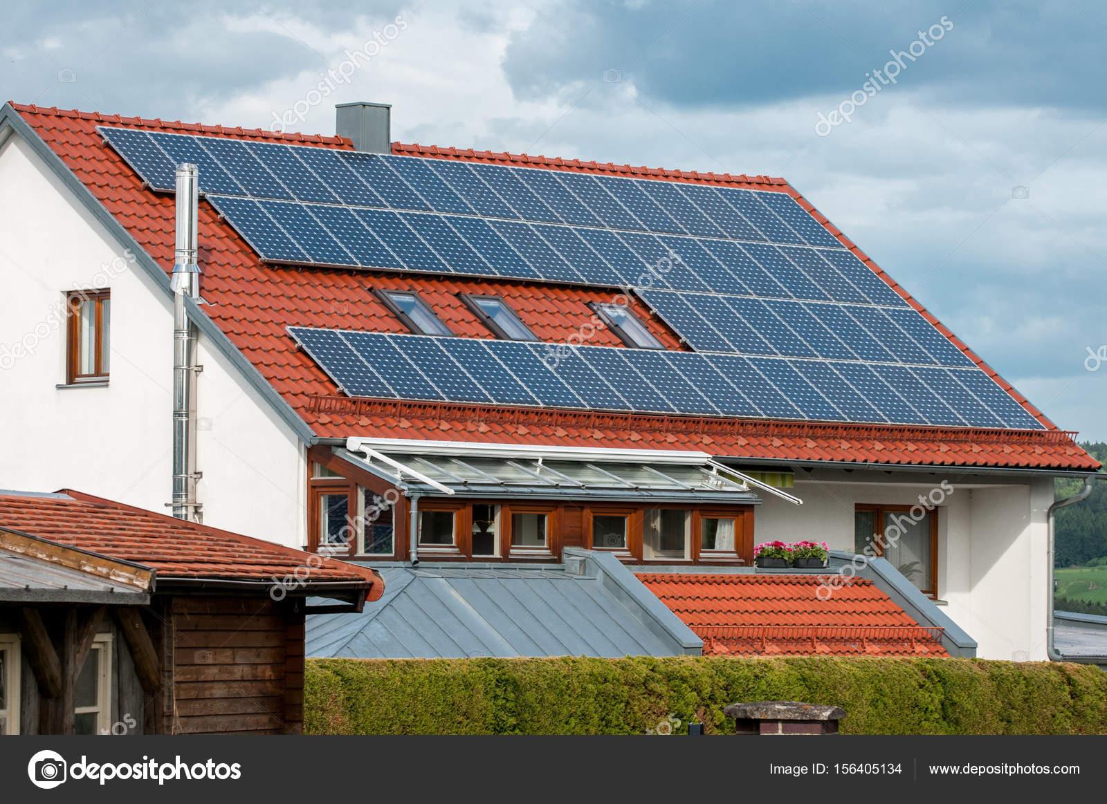 Exceptional Haus Mit Solarzellen Auf Dem Dach   Regenerative Energie System  Stromerzeugung U2014 Foto Von Tsirika.gmail.com