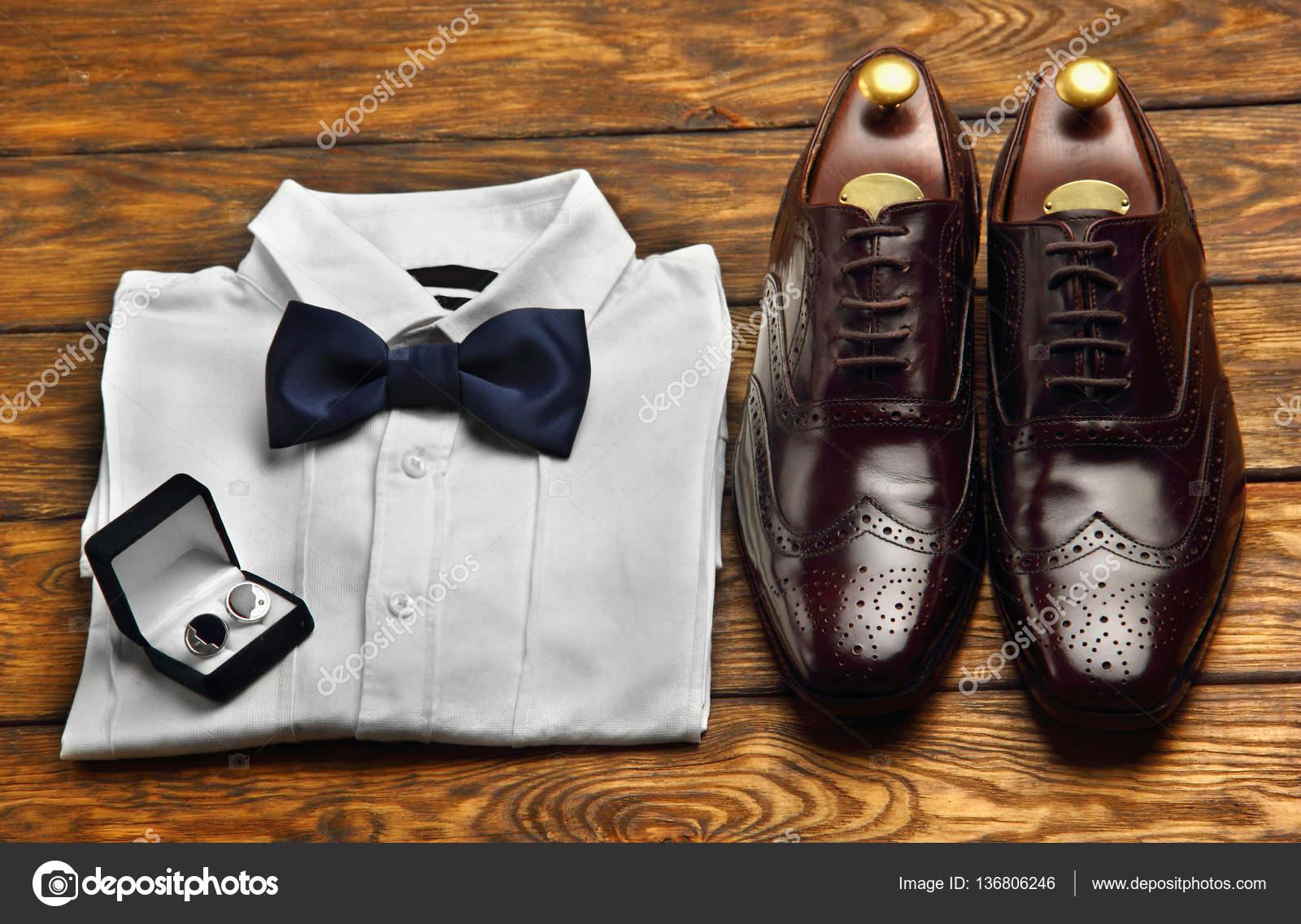 Heren Overhemd Met Manchetknopen.Donker Bruin Brogues Wit Overhemd En Mannen Accessroies