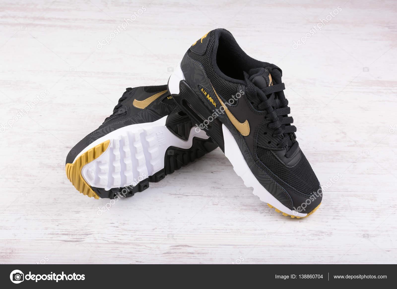 12c2a4ddcb4 Nike είναι λιανοπωλητής παγκόσμια αθλητικά ρούχα και παπούτσια για τρέξιμο  — Εικόνα από ...