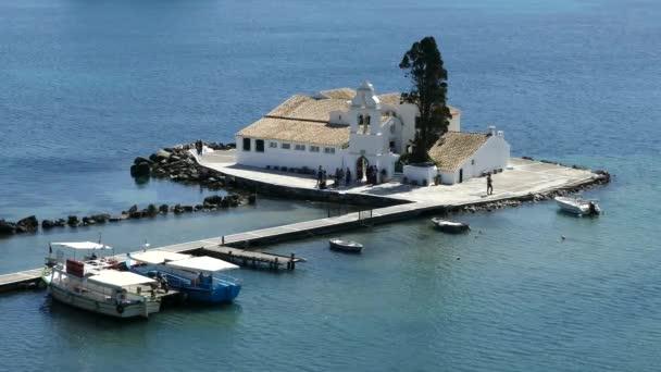 Schöne Kanoni-Hügelbereich in Korfu mit Kloster Vlacherna und Pontikonissi Insel.