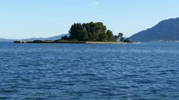 Schöne Kanoni-Hügelbereich in Korfu Insel Pontikonissi und Vlacherna Kloster. Maus-Insel, Griechenland.