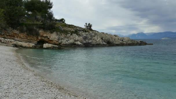 blaue Lagune Strand Küste, kassiopi Dorf, Korfu Insel, Griechenland. Bataria Strand mit klarem türkisfarbenem Wasser.