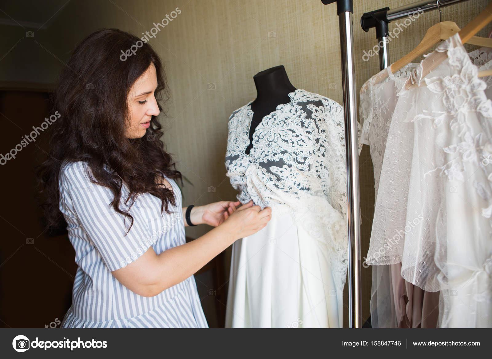 Kleid Designerkleider Spitze Hochzeit — Stockfoto © Scharfsinn ...