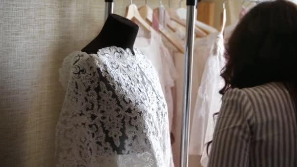 Hochzeit Kleid-Designer-Kleider — Stockvideo © Scharfsinn #159042796